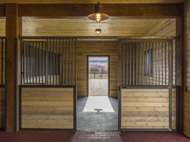 wagner-design-studio-equestrian-ranch-barn-11