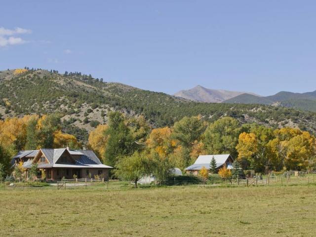 wagner-design-studio-mountain-cabin-teepee-residence-14